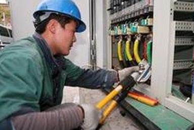 江苏电力镇江施工现场用我司设备压接作业